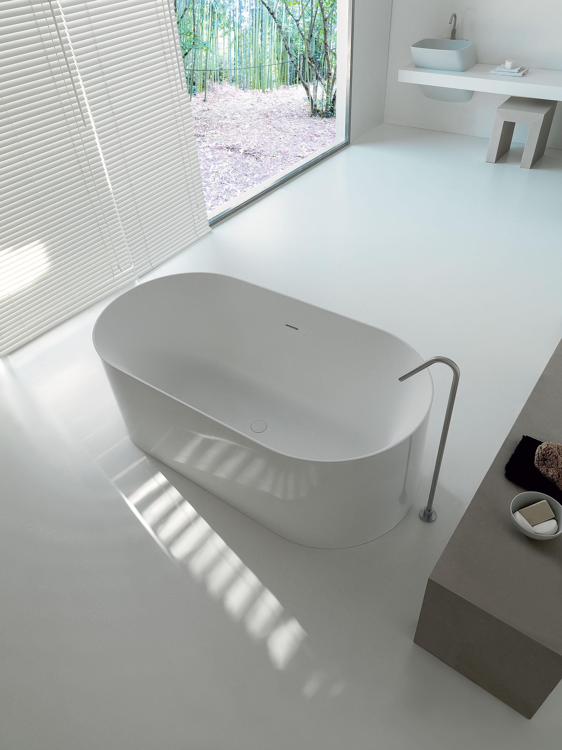 Oval Polymineral Bathtub G Amp M